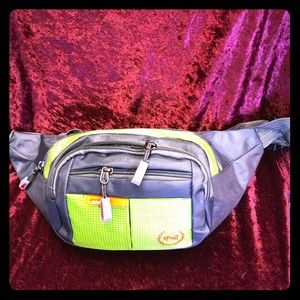Gray naylon 4 zipper Fannie pack on special 🌹❤️